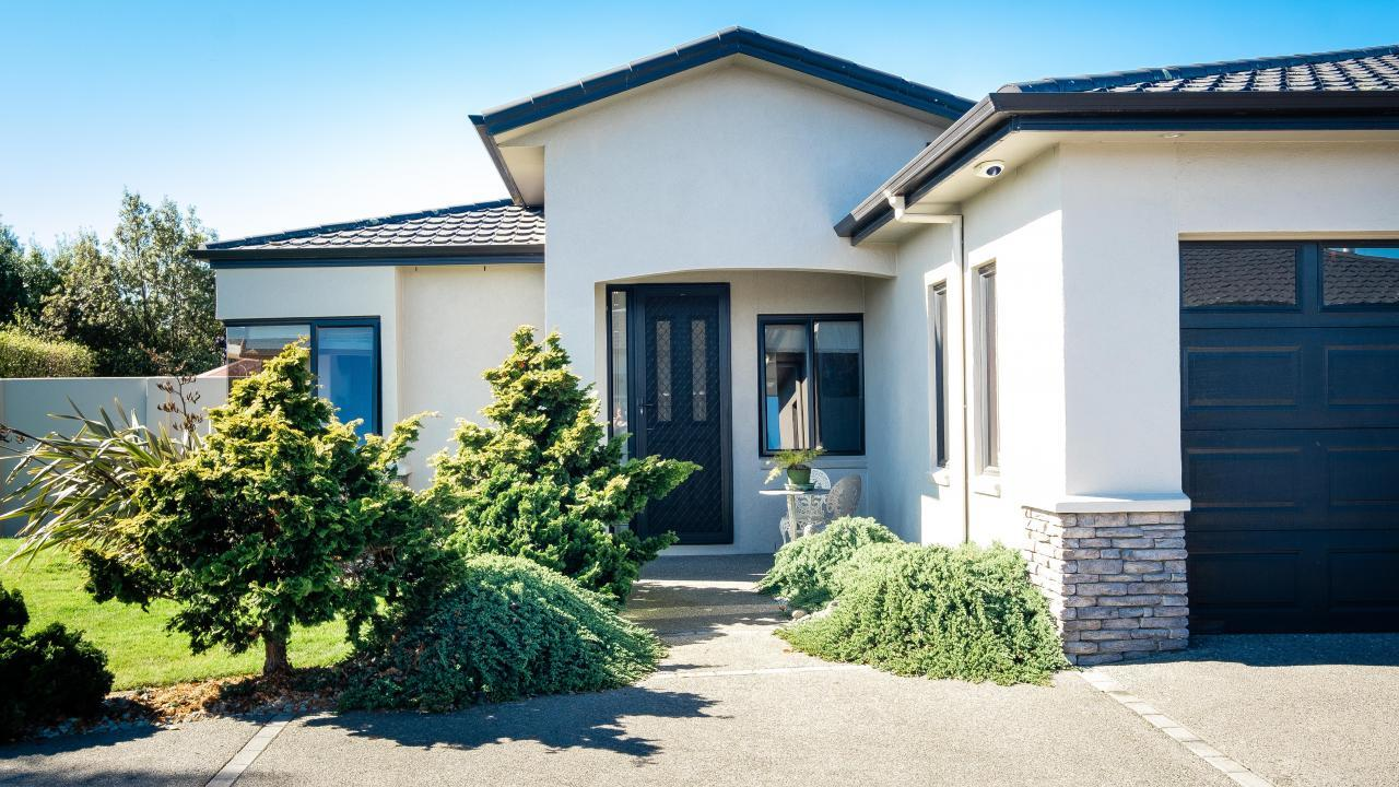 39 Heynes Place, Clive