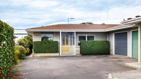 800a Queen Street East, Parkvale