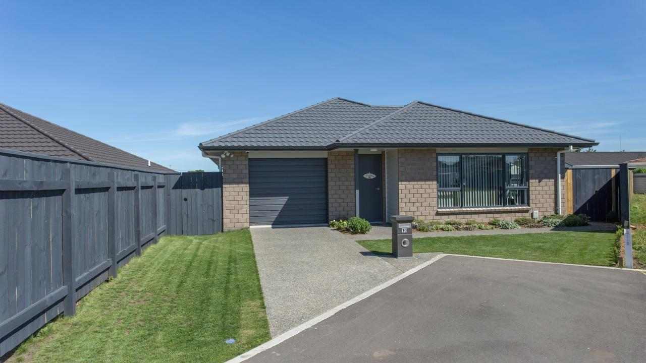 10 Leicester Place, Springvale