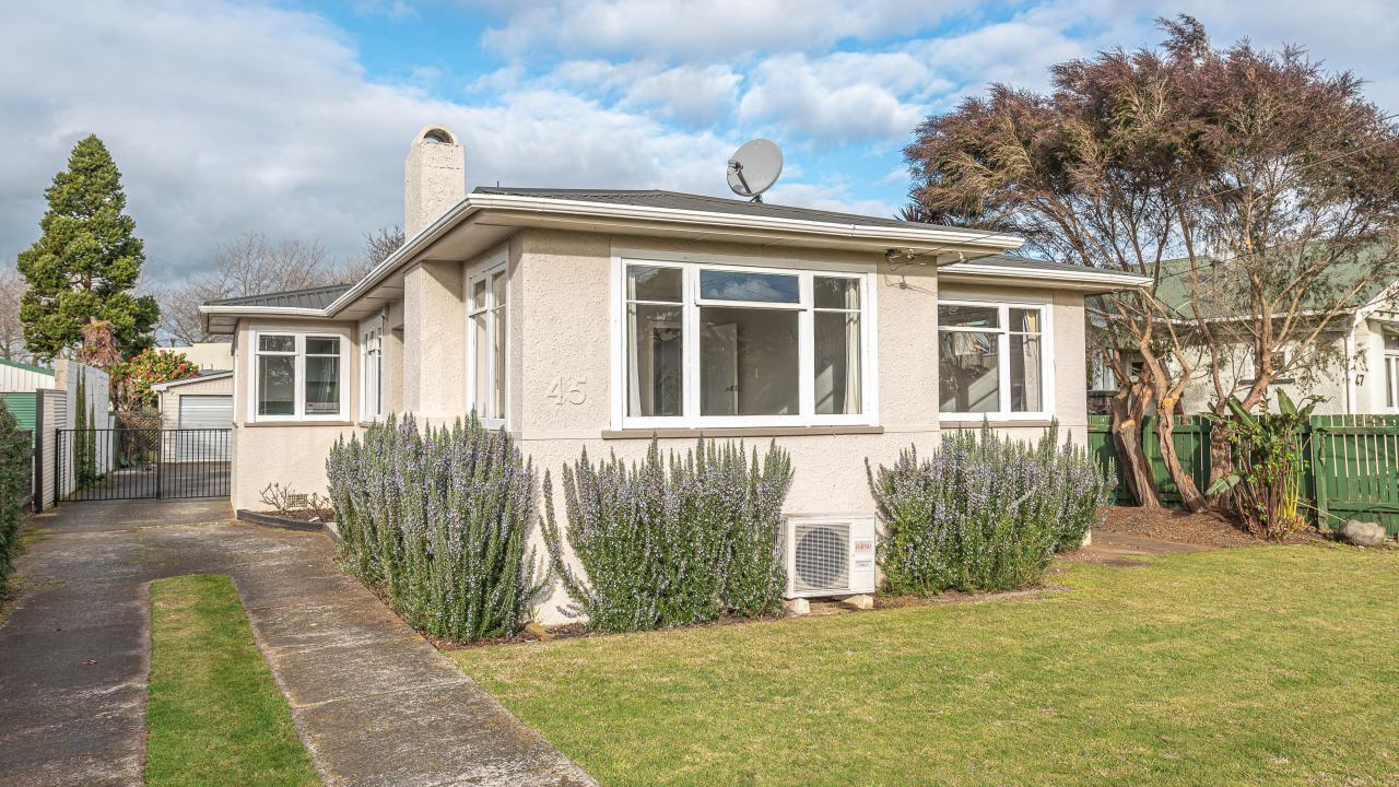 45 Selwyn Crescent, College Estate