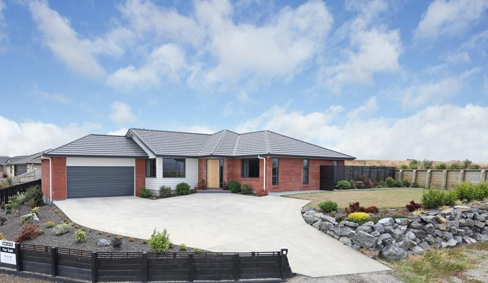 Home Sweet Home - 8 MacDonald Heights, Feilding | Bayleys ...