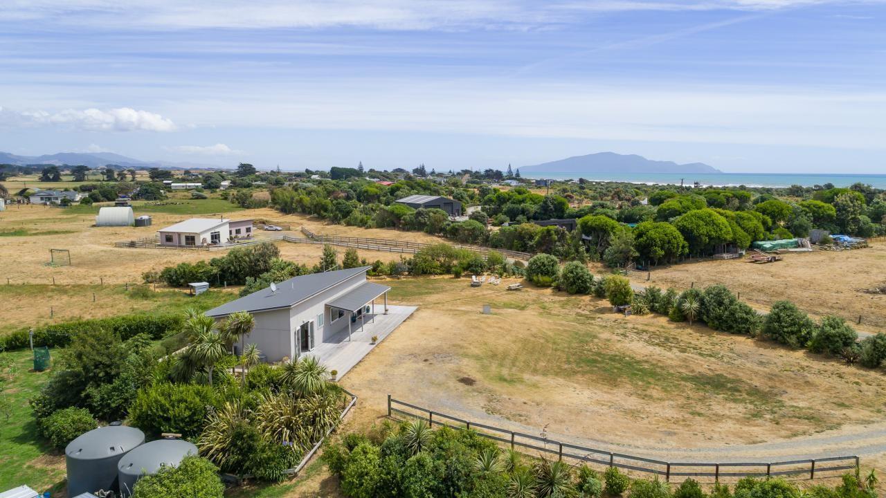 18 Sandown Road, Te Horo Beach