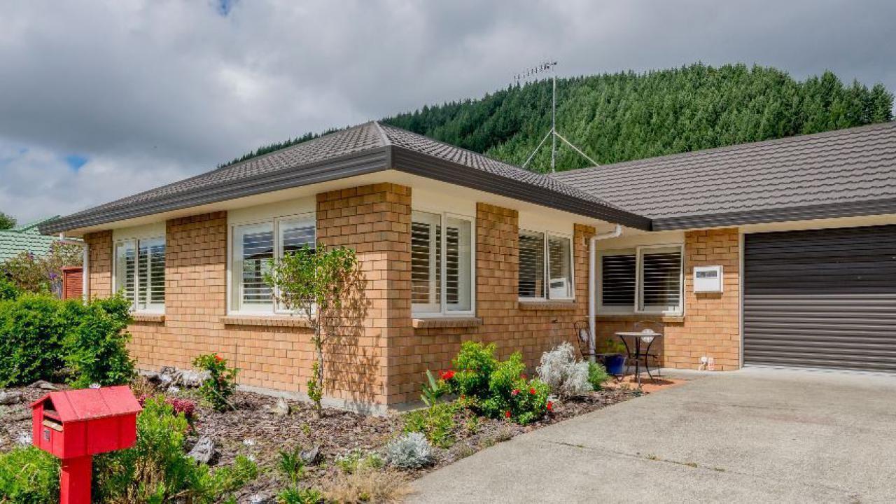 10 Villa Grove, Paraparaumu
