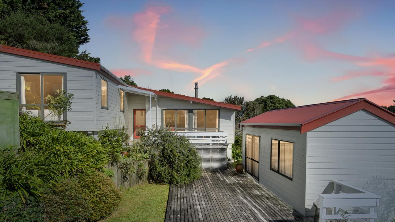 37 Tennis Court Road, Raumati South