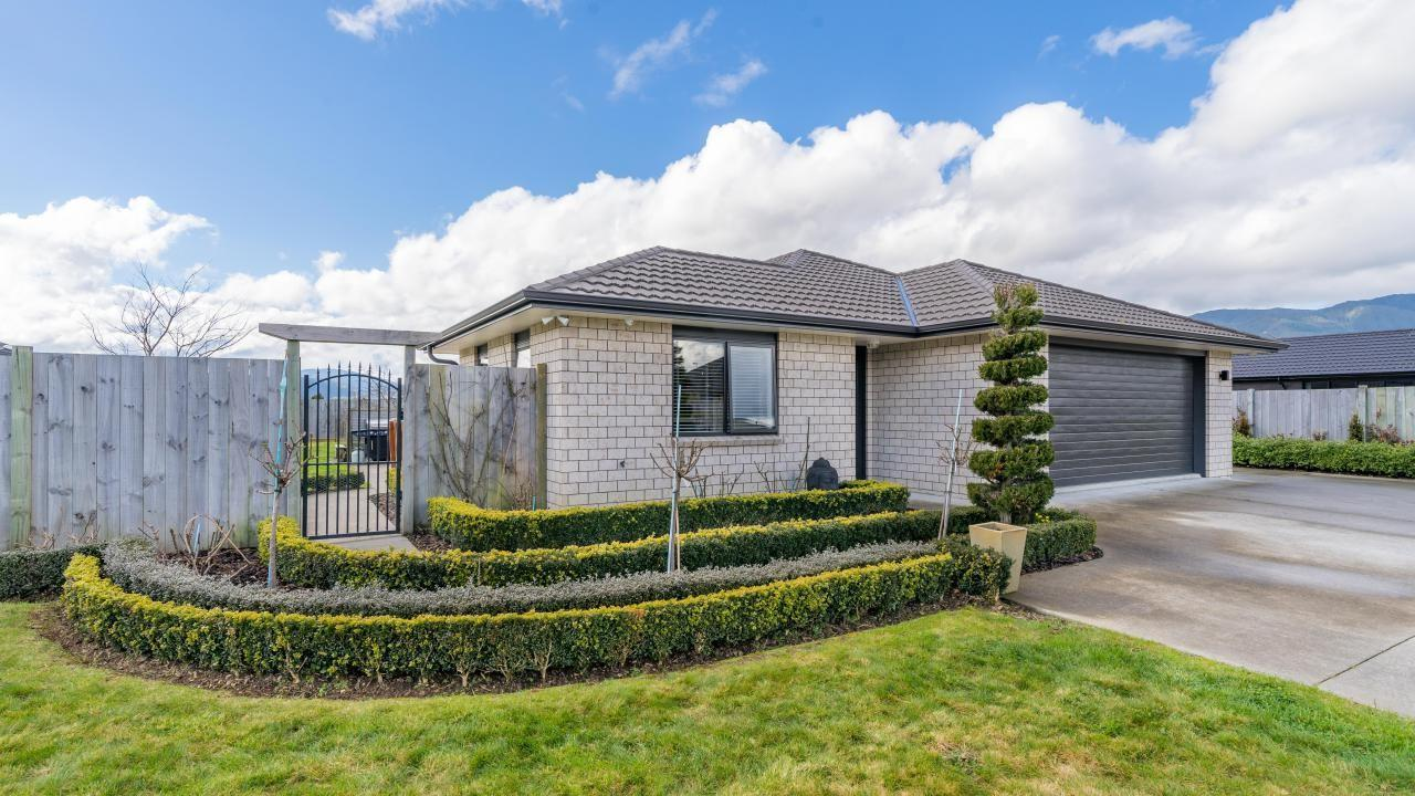 8a Sunstone Crescent , Brown Owl