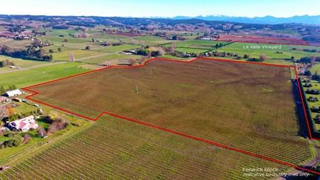 2 Malling Road North, Redwood Valley