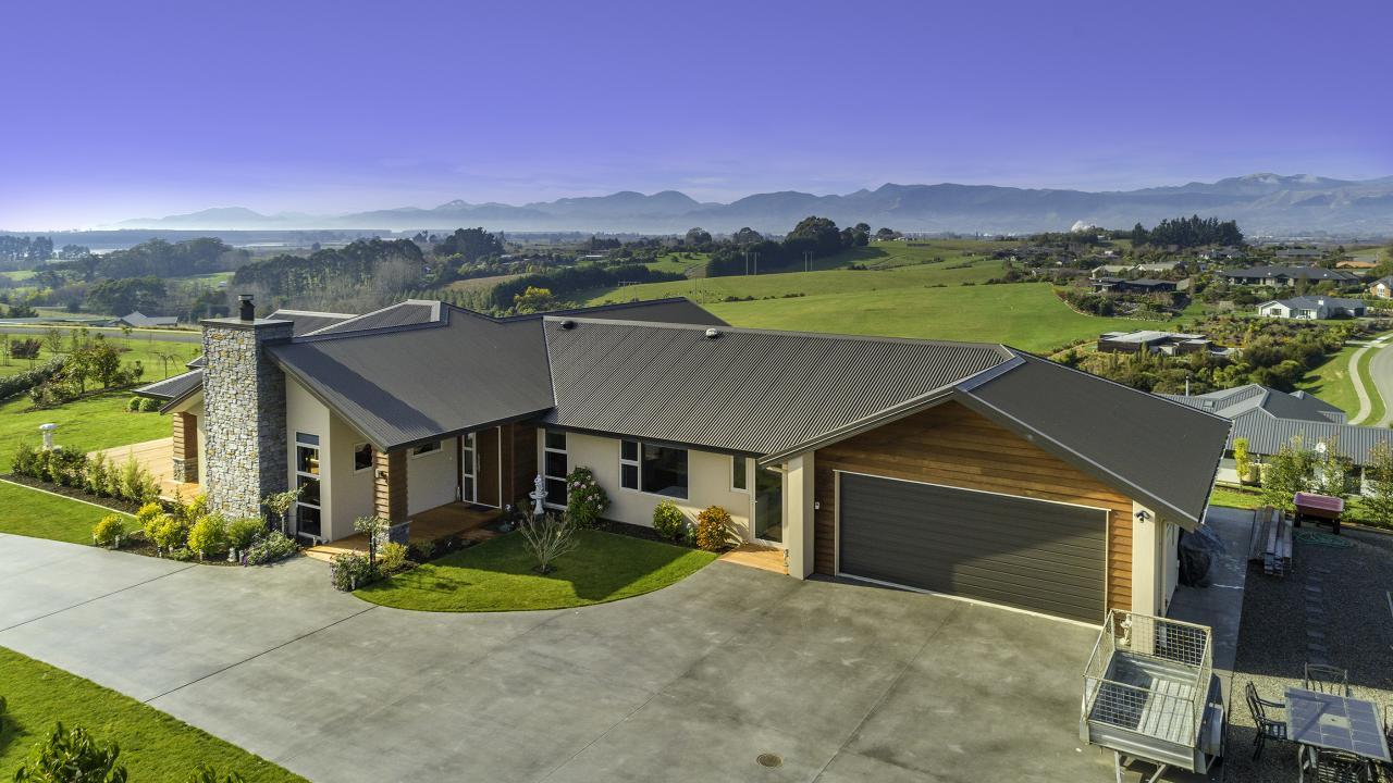 11 Karamu Lane, Redwood Valley