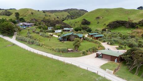 560 Wharariki Road, Puponga