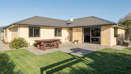 8 Ernest Place, Brightwater