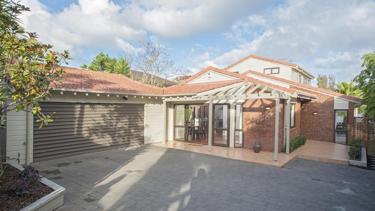 Classic family hideaway 32a towai street st heliers for Classic homes realty
