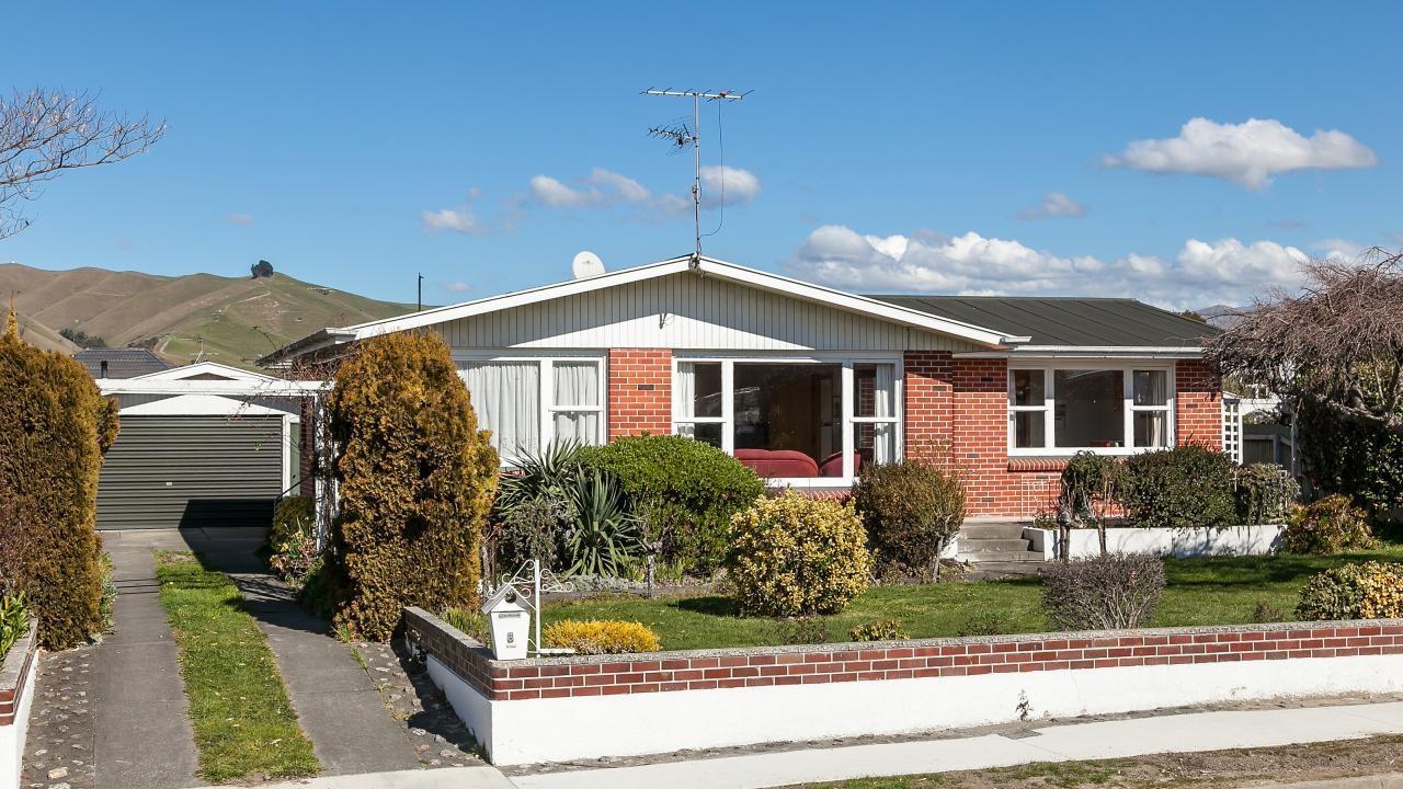 6 Newbourne Crescent, Redwoodtown