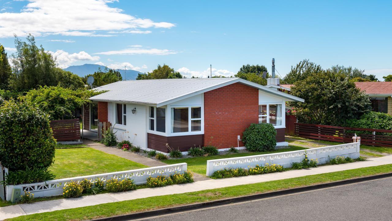 3 Newbourne Crescent, Redwoodtown