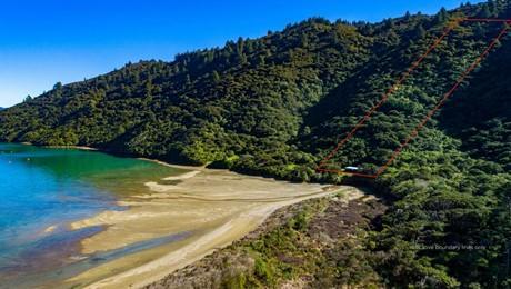 Whakitenga Bay, Squally Cove