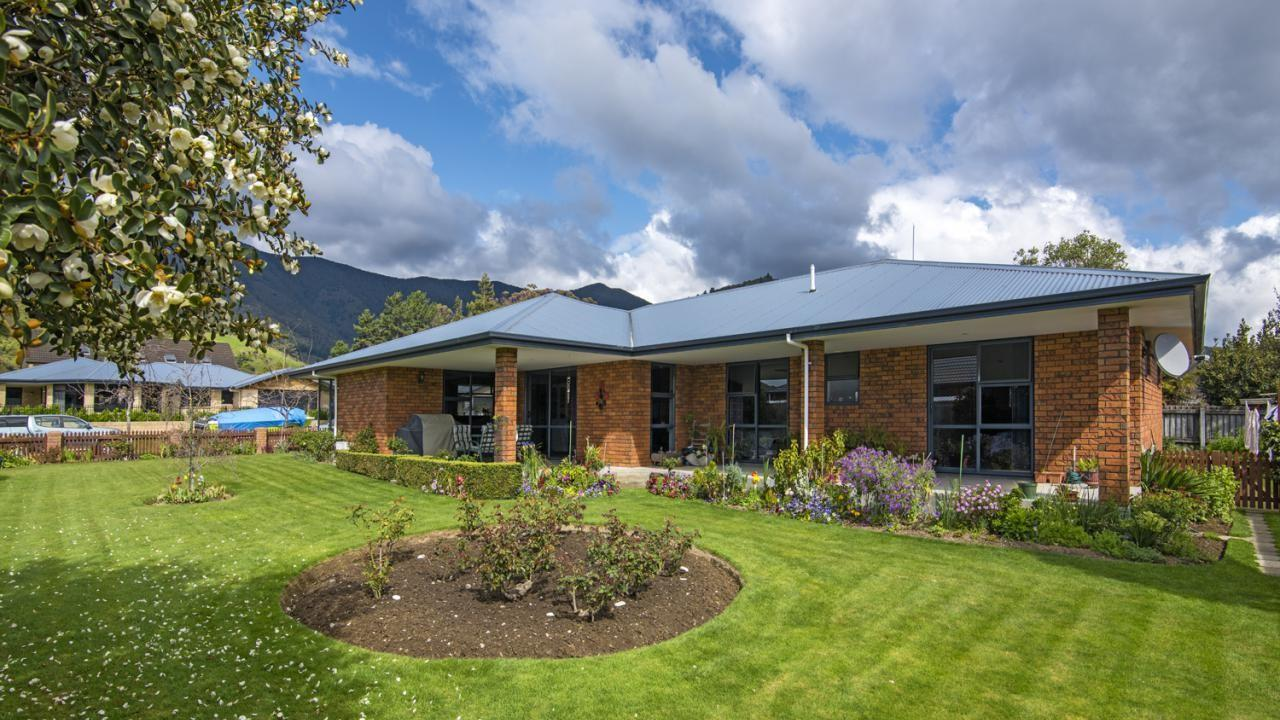 11 Admiralty Place, Waikawa Bay