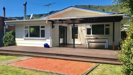 28 Beach Road, Waikawa Bay