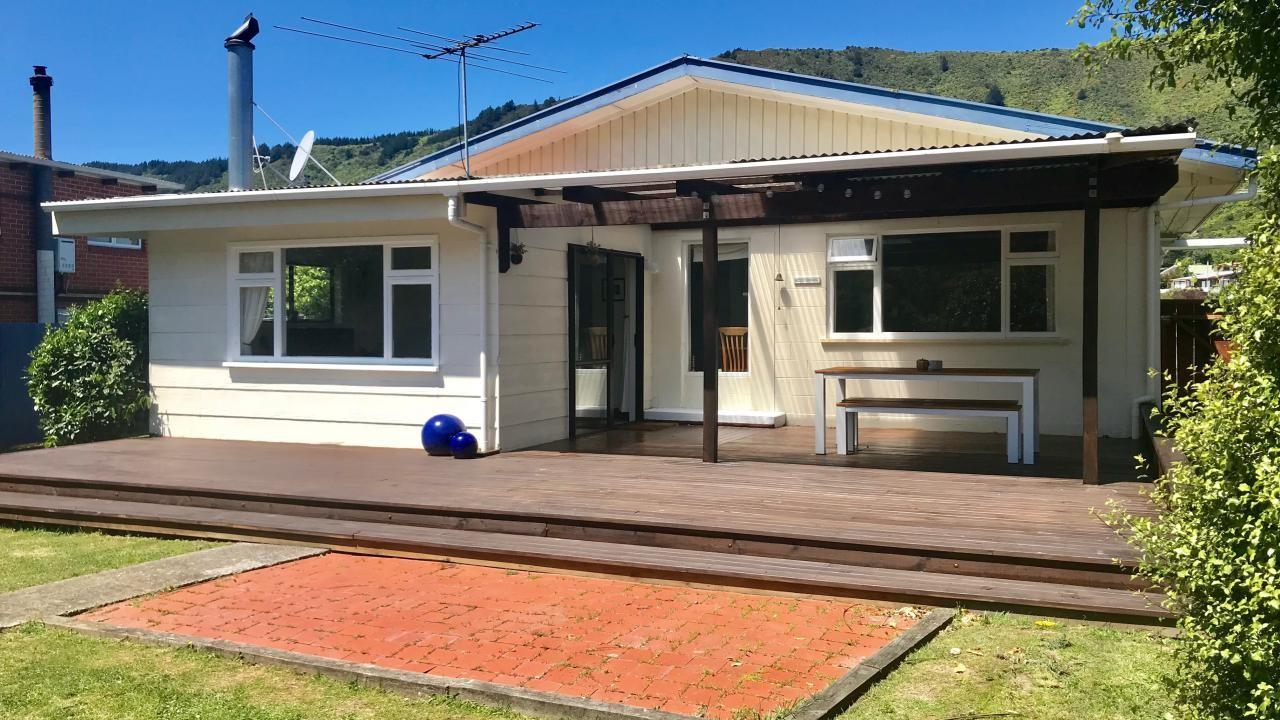 28 Beach Road, Waikawa Bay