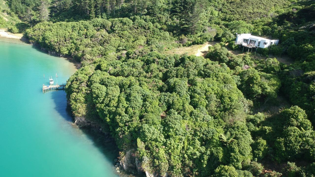 * Deep Bay, Queen Charlotte Sound