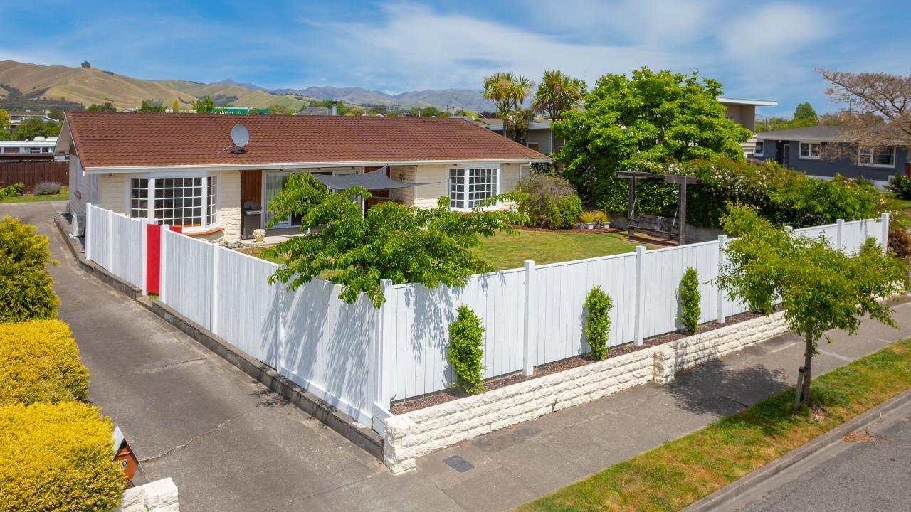 10 Newbourne Crescent, Redwoodtown