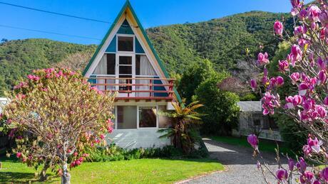 34 Beach Road, Waikawa Bay