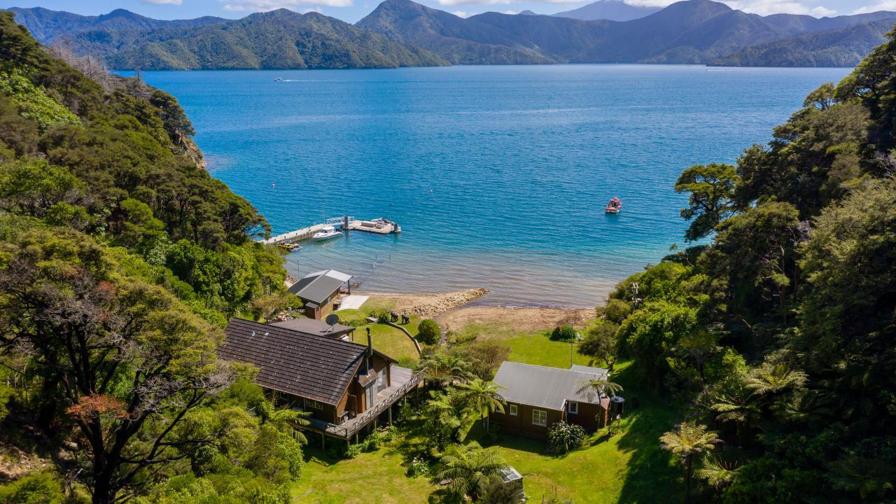 * Monkey Bay, Queen Charlotte Sound
