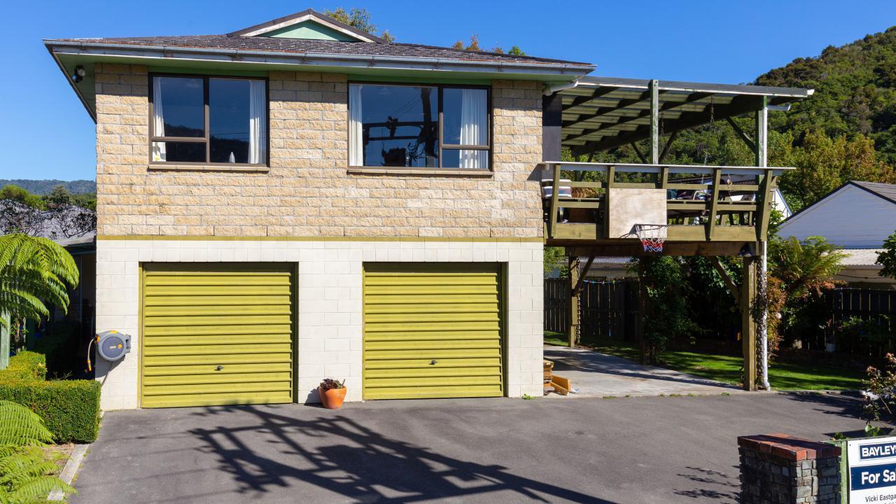 14 Huia Street, Waikawa Bay