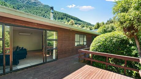 6 Arawata Terrace, Sunshine Bay