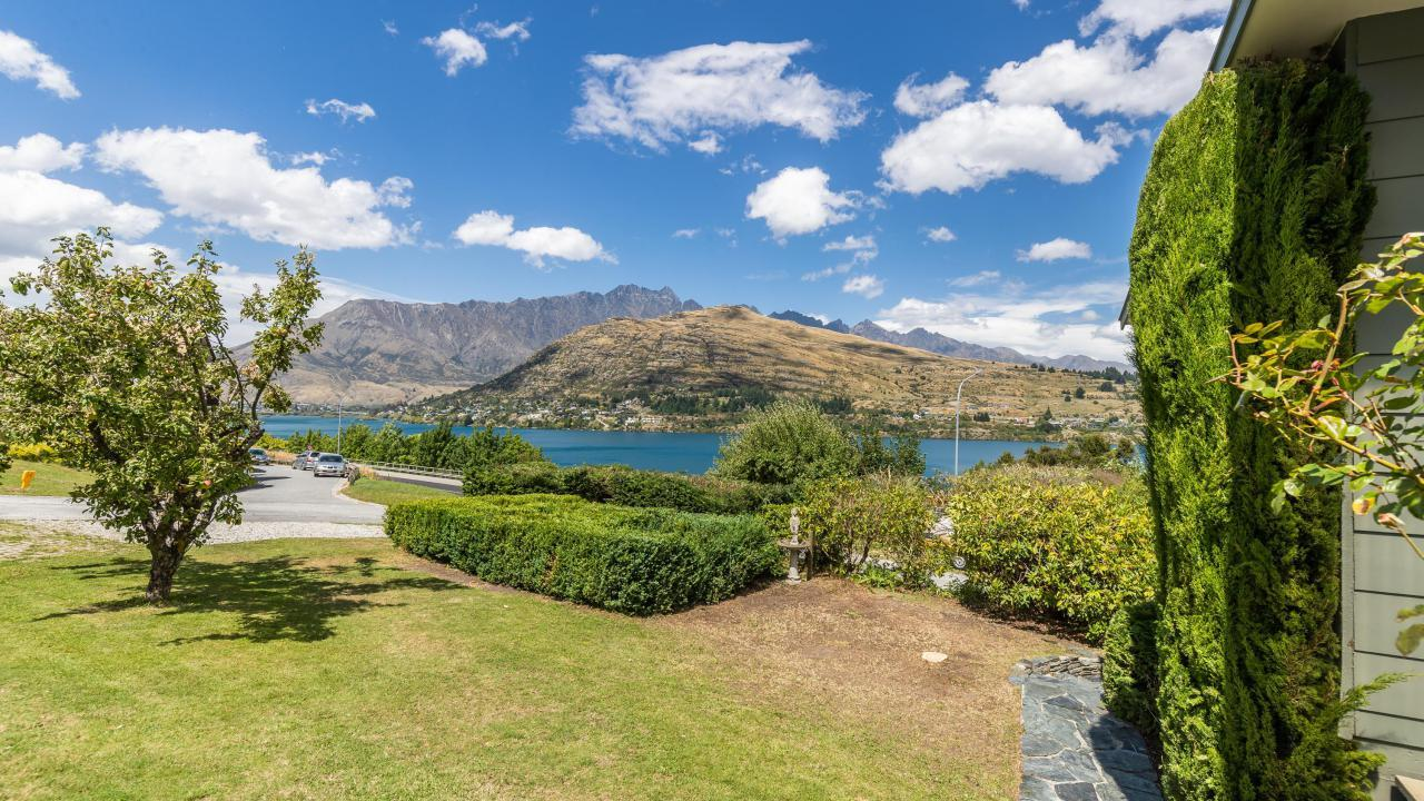 33 Larch Hill Place, Queenstown