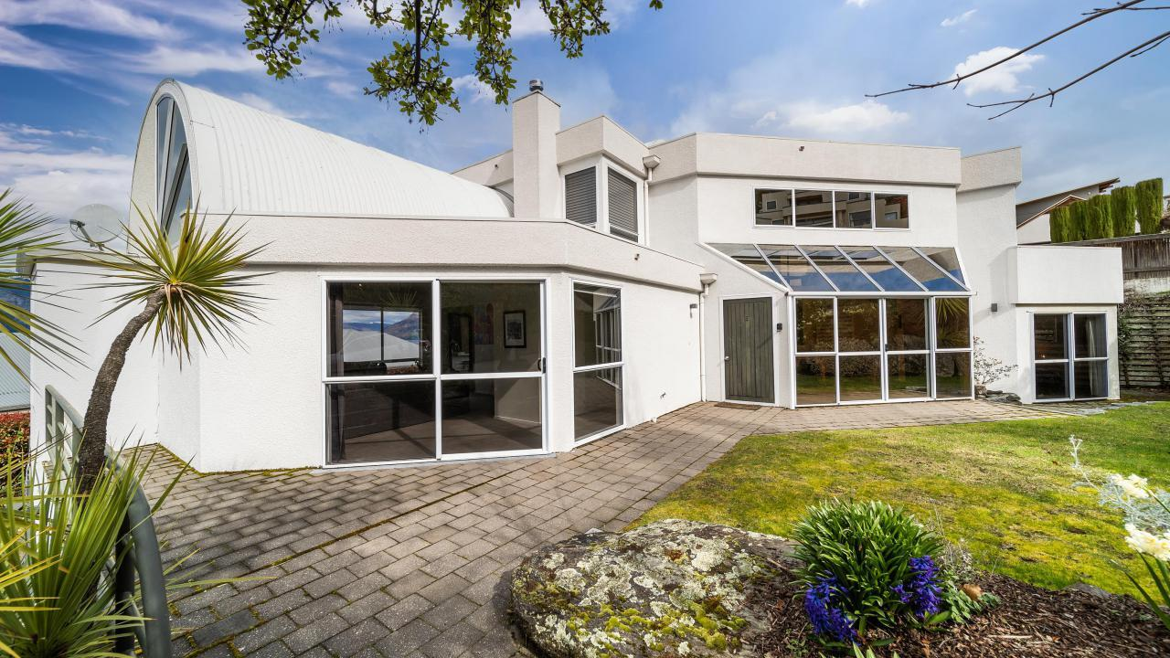 2 Peregrine Place, Queenstown Hill