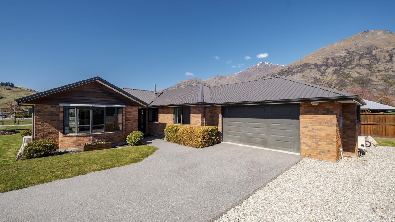 74 Howards Drive, Lake Hayes Estate