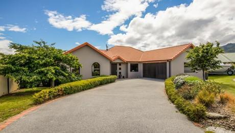 8 Sunshine Court, Cromwell