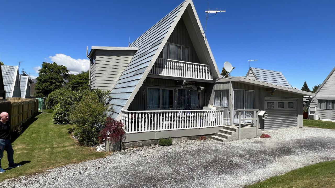 Flat 1 and 1A/21 Inverness Crescent, Arrowtown