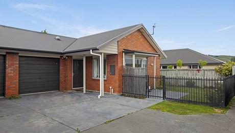 4/4 St Peters Close, Woolston