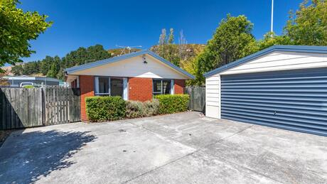 4b Curries Road, Hillsborough