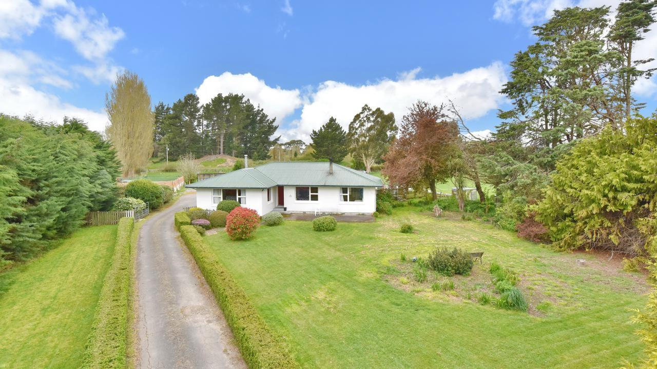 886 Main North Road, Woodend