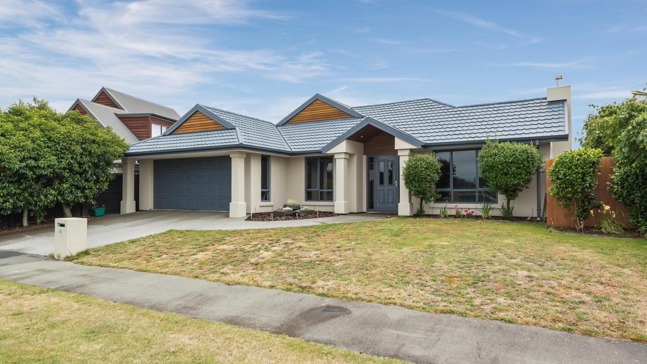 16 Bottle Lake Drive, Parklands