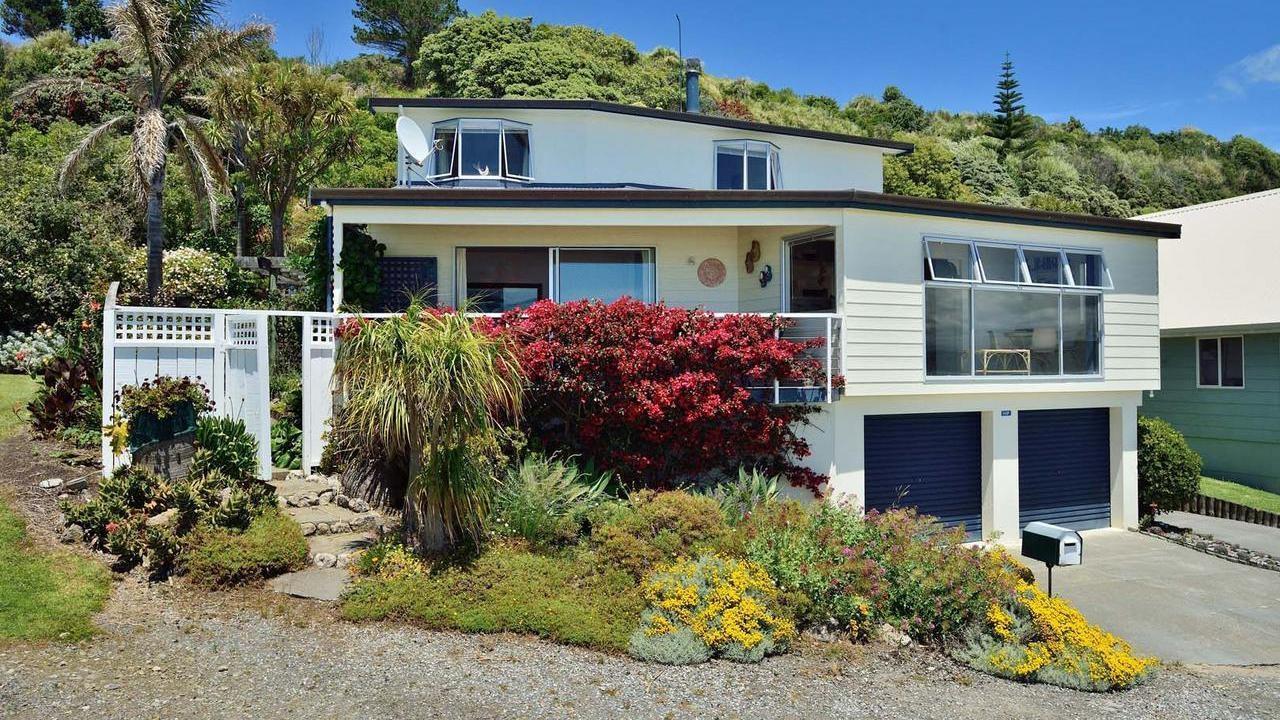 Mahia peninsula the perfect beach house 544 f mahia for Beach houses on the east coast
