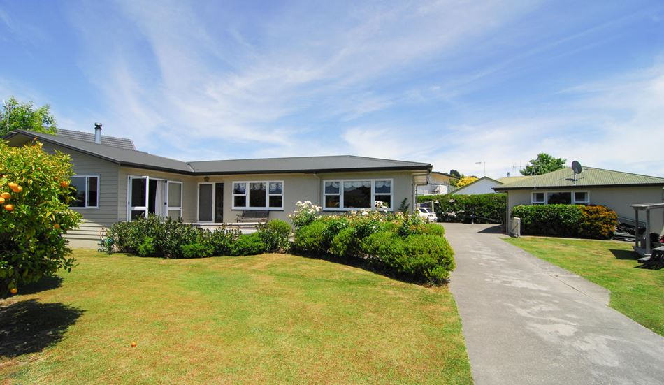 Large immaculate family home 1092sqm 34 neeve road for Immaculate family home