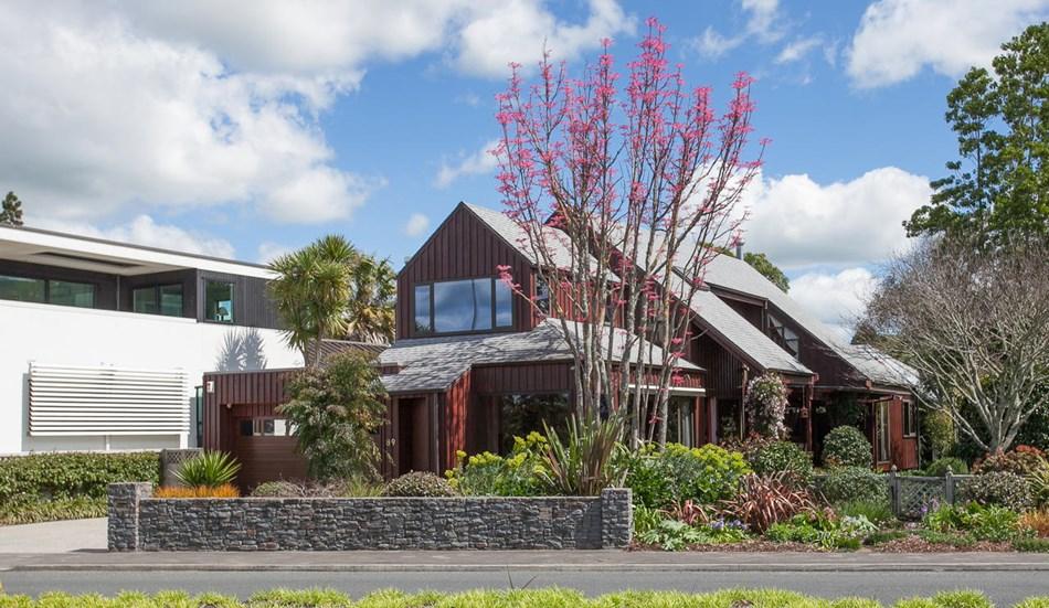 A delightful, welcoming, Lakeside home - 89 Lake Domain Drive, Hamilton | Bayleys Realty Group