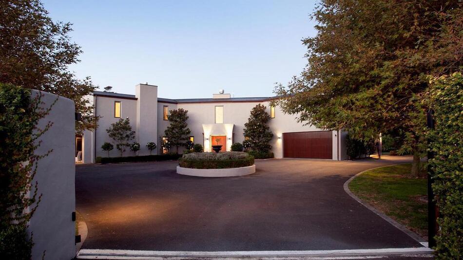 Tuscan Country Estate - 30 Redbrook Drive, Hamilton | Bayleys Realty Group